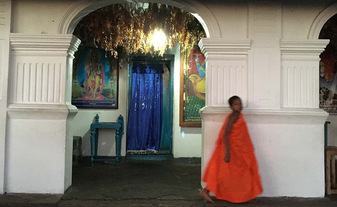 第1石窟横のヒンズー寺院